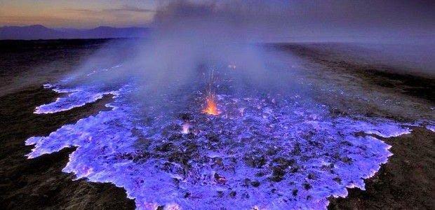 Необычная голубая лава