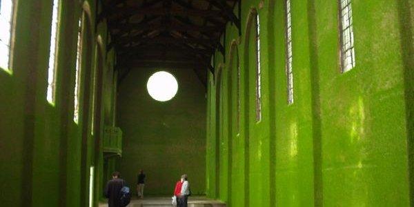 Необычная зеленая церковь